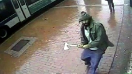Man-attacks-police-with-hatchet-jpg